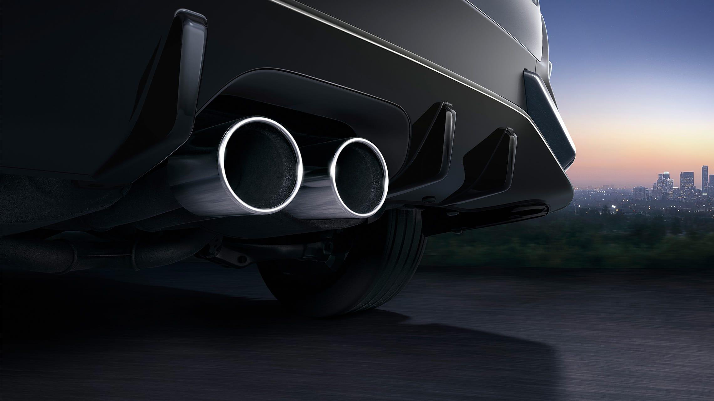 Salida de escape doble central en el Honda Civic Sport Touring Hatchback2020 en Sonic Gray Pearl.